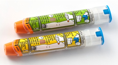 how to carry an epipen